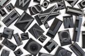 Lettere casuali nel tipo del metallo — Foto Stock