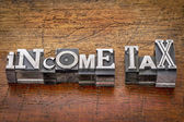 Income tax in metal type — Stock Photo