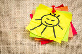 Smiling sun on sticky note — Stock Photo