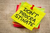 Do not procrastinate reminder note — Stock Photo