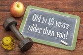 Stary jest 15 lat starsza od Ciebie na tablicy — Zdjęcie stockowe