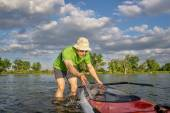 Male SUP paddler with paddleboard — Stock Photo