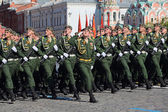 Solemn marching of soldiers in Red Square. — Stock Photo