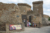 Tourists near ruins of medieval Genoese fortress — Stock Photo