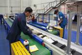 People working on conveyor belt in Logistics center — Stock Photo