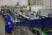 Conveyor in Logistics center — Stockfoto