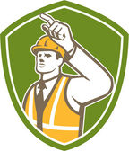 Builder Construction Worker Pointing Shield Retro — Vector de stock