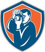 Photographer Aiming Camera Shield Retro — Stock Vector
