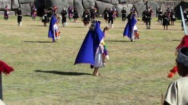 Women In Traditional Inca Costumes Inti Raymi — Stock Video