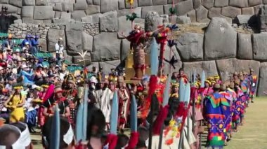 Cusco, Peru - 06 24 2015 Inca King Traditional Costumes Inti Raymi — Stock Video