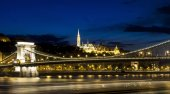 Budapest panorama Royal Castle, Chain Bridge and with the Fisherman Bastian on the background Hungary. — Stock Photo