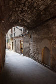 Arched Passage of Barri Gotic in Barcelona — Stock Photo