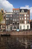 Kanalhäuser in amsterdam — Stockfoto