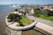 Tagus River Promenade in Lisbon — Stock Photo