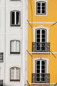 Row Houses with White and Yellow Facades — Stock Photo