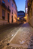 Calcada da Gloria Street at Night in Lisbon — Stock Photo