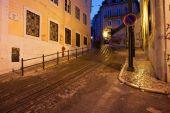 Calcada da Gloria Street at Night in Lisbon — Stock Photo