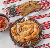 Ring homemade sausage and bread — ストック写真