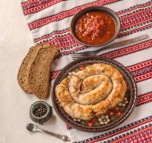 Ring homemade sausage and bread — Stock Photo
