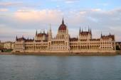 Parlement hongrois au coucher du soleil — Photo