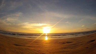 Beautiful sunset on the ocean, Bay of Bengal, Ngwe Saung Beach, Myanmar (Burma) — Stock Video