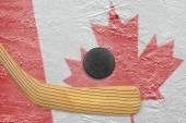 Hockey puck, hockey stick and Canadian flag — Zdjęcie stockowe