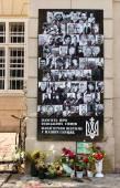 Portraits of those killed on Maidan (Kyiv, Ukraine) heroes so-called Heavenly Hundred in Lviv, Ukraine — Stock Photo