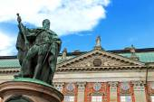 Statue of Gustavo Erici in front of Riddarhuset (House of Nobility) in Stockholm, Sweden — Stock Photo