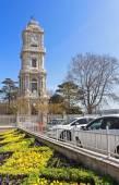 Wieża zegarowa dolmabahçe palace w stambuł, turcja — Zdjęcie stockowe