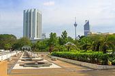 Kuala Lumpur city skyline from its Islamic Monument courtyard — Zdjęcie stockowe
