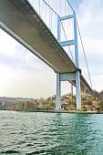 Görünüm ile Beykoz İlçesi, Istanbul, Türkiye'nin ilk Boğaz Köprüsü altında — Stok fotoğraf