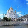 Cathedral Of Christ The Savior and the Patriarchal bridge over the Moscow river, Moscow, Russia — Stock Photo #67750093