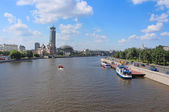 Moscow river and Business and cultural complex Riverside towers ( Moscow International House of Music, Swissotel Krasnye Holmy, Art-Gallery etc), Moscow, Russia — Stock Photo