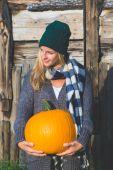 Young woman holding halloween pumpkin — Stok fotoğraf