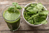 Healthy smoothie from green vegetables — Stock Photo