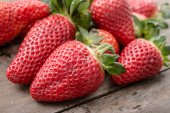 Fresh, ripe strawberries — Stock Photo