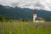 Beautiful mountain landscape in the Julian Alps with a church — Stock Photo