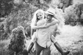 Gelukkig verliefde paar op betrokkenheid dag — Stockfoto