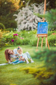 Mother and little daughter paint together — Stock Photo