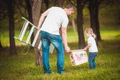 Father making birdhouse with daughter — Stock Photo