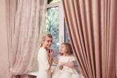 счастливый дочь и мать — Стоковое фото