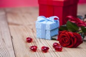 Valentine's Day, the day of lovers! Gifts and passionate red — Stock Photo