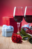 Valentine's Day, the day of lovers! Gifts and passionate red — Stock fotografie