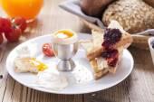 English breakfast on dark wooden table — Stock Photo