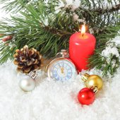 Christmas arrangement with pocket watches and a burning candle  — ストック写真