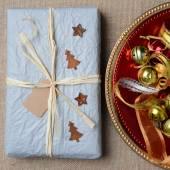 Weihnachtsgeschenk und Ornamente — Stockfoto