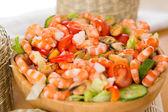 салат с креветками и мидиями — Стоковое фото