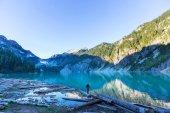 Man op lake — Stockfoto