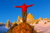 Man at mount Fitz Roy — Stock Photo