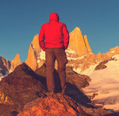 Man on mount Fitz Roy — Stock Photo